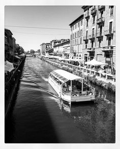 #navigli #naviglimilano #naviglio #navigliogrande #milan #milano #milanocity #milanodavedere #acqua #barca #boat #biancoenero #lombardia #italy #italia #loves_italia #loves_milano #volgoitalia #volgomilano #volgolombardia by veroverona78