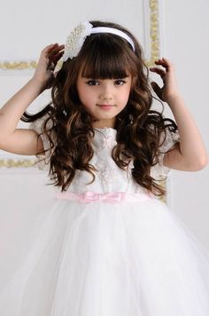 dreamy flower girl in white tulle dress with pink accents Beautiful Little Girls, Cute Little Girls, Cute Baby Girl, Beautiful Children, Beautiful Babies, Cute Babies, Little Girl Fashion, Kids Fashion, Little Girl Pictures