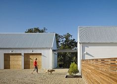 Healdsburg Residence - Farmhouse - Garage And Shed - San Francisco - Nick Noyes Architecture Modern Barn, Modern Farmhouse, Farmhouse Style, Farmhouse Design, Single Story Homes, Shed Homes, Barn Homes, Up House, Hill House