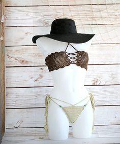 Bikini Bandeau de bandeau bikini, traje de baño Bandeau del ganchillo, conjunto, ropa, Sexy bikini de luna de miel Ganchillo bikini Bandeau Strapless en color crema. Top de ganchillo vestido con cuerda invisible elástico para un ajuste perfecto. Las copas del sujetador son bien formadas y