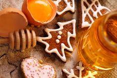 I biscotti alla cannella hanno un profumo ed un sapore unico. L'aroma speziato ma delicato della cannella rende il sapore deciso, ma al tempo stesso delicato. Sono biscotti secchi e friabili, che ben si prestano ad essere gustati inzuppati nelle bevande calde. Sono ottimi anche da mangiare soli, ma con cioccolata calda e panna sono una delizia unica. In questa guida vedremo la ricetta da seguire per preparare questi gustosi biscotti.