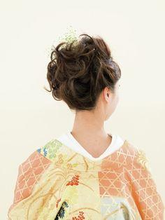 エアリィにしながらも、サイドはタイトにまとめるのがポイント。  ■お問い合わせ先 ハツコ エンドウウェディングス 銀座店 tel.03-3563-14... Hair Styles, Wedding, Beauty, Hair Plait Styles, Valentines Day Weddings, Hair Looks, Haircut Styles, Weddings, Hairdos