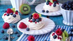 Mini Pavlova, Mini Foods, Panna Cotta, Wedding Cakes, Cheesecake, Food And Drink, Pudding, Cupcakes, Fresh