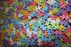 Plus-Plus brikker i pastelfarver. Køb dem på Legebyen.dk #plus-plus-mini #plusplus #pastel