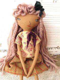 Muñeca con pelo lana rosa cosido a mano. Ojos azules. 32 cm de AntonAntonThings en Etsy