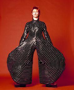Os looks icônicos de David Bowie