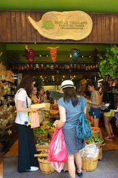 Shopping Chatuchak Market: the Ultimate Photo Guide to Bangkok's Best Market Bangkok Shopping, Bangkok Travel, Thailand Travel, Chatuchak Market, Tasty Thai, Thai Street Food, Cute Dresses, Cool Things To Buy, Marketing