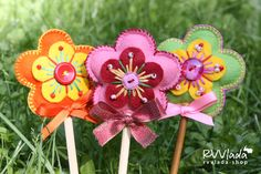 felt flower pops, made with bits and bobs of this and that, cutie patootie