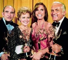"""winners in 1976 for comedy for """"The Mary Tyler Moore Show"""" Ed Asner, Betty White, Mary Tyler Moore & Ted Knight. Old Actress, Best Actress, Eartha Kitt Daughter, Ted Knight, Mary Tyler Moore Show, Betty Ford, Ali Macgraw, Lena Horne, The Emmys"""