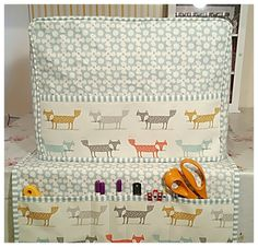 Here is my take on the classic sewing machine dust cover design and co-ordinatin… Sewing Room Decor, Sewing Room Organization, Sewing Rooms, Sewing Hacks, Sewing Projects, Sewing Tips, Sewing Ideas, Sewing Machine Tables, Organize Fabric