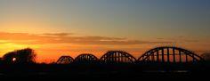 Edithspoorbrug in Niftrik bij zonsondergang