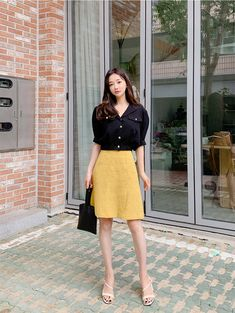 Golden Buttons Crop Blouse - I know you wanna kiss me. Thank you for visiting CHUU. Black Button Up Shirt, Button Up Shirts, Korea Dress, Crop Blouse, Work Fashion, Casual Looks, Korean Fashion, Dress Skirt, Beautiful People