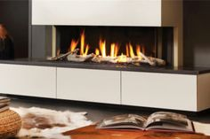 Metro -Wide and panoramic, the sizable DRU Metro provides an inspiring fire display that can be enjoyed from all sides of the room Rustic Home Design, Victoria House, Home Fireplace, Fireplace Showroom, Living Room With Fireplace, Fireplace Design, Family Living Rooms, Bedroom Decor, Fireplace