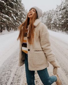 trendy outfits, winter outfits cute winter outfits, best winter outfits Source by weintoitmag Winter Mode Outfits, Cute Winter Outfits, Winter Fashion Outfits, Winter Instagram, Snow Outfit, Outfit Invierno, Winter Stil, Winter Pictures, Winter Photography