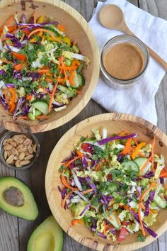A super easy recipe for Thai Crunch Salad. This salad is vegan, gluten free and has the best peanut dressing ever! Vegetarian Recipes, Cooking Recipes, Healthy Recipes, Chefs, Thai Crunch Salad, Clean Eating, Healthy Eating, Brunch, Pesto
