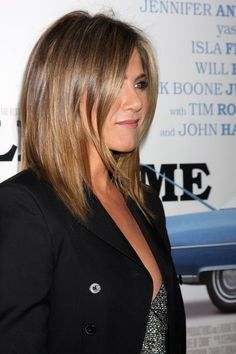 70 Best A-Line Bob Hairstyles Screaming with Class and Style - - Jennifer Anniston layered lob Angled Haircut, Line Bob Haircut, Lob Haircut, Straight Lobs, Straight Hair, Medium Hair Styles, Short Hair Styles, A Line Hair, Justin Theroux