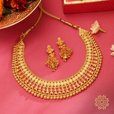 Manubhai Jewellers offers a wide selection of gold & diamond earrings, necklaces, rings, & bangles. Visit our store in Borivali to check out the latest jewellery designs. Bridal Bangles, Bridal Necklace, Necklace Set, Bridal Jewelry Sets, Bridal Jewellery, Simple Necklace, Gold Jewelry Simple, Gold Jewellery, India Jewelry