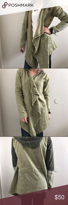 Gimmicks by BKE Sweater I get compliments every time I wear this! Can be buttoned up or left open and flowy. Worn minimally. Bought from Buckle for $90  Size S!   Wouldn't consider this to be warm. Would be a good spring/summer jacket. Cheaper on M! BKE Sweaters