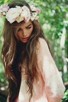 Floral crown. I want to do my hair like this for boudoir