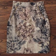 H&M Floral Pencil Skirt Size 4, floral water color pattern. This has no stretch, fully lined. Zip back closure with gold zipper detail. Never worn H&M Skirts Pencil