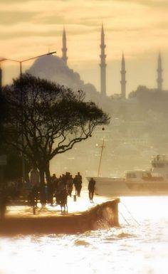 GANYAN S - Sanat n nci Daneleri - Allah i eriden yarat r Ya ar Ko - stanbul Wonderful Places, Beautiful Places, Istanbul City, New Background Images, New Backgrounds, City Landscape, Islamic Art, Nice View, Travel Photos