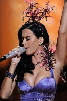 Katy Perry at the Victoria Secret fashion show - Sexy Leg Cross