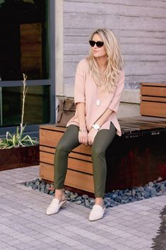 Finding the perfect blush coat for fall. Clickable top five blush coat crush available from the teddy coat to the modern trench. Olive Green Pants Outfit, Pink Sweater Outfit, Pink Pants Outfit, Legging Outfits, Green Leggings, Sporty Outfits, Sweatshirt Outfit, Tights Outfit, Loafers Outfit