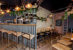 Comptoir en tôle - Brique - Industriel - Echelle - Sophomore - Bar à vin - Troquet - Paris - Baldini Architecture Decoration Restaurant, Design Bar Restaurant, Deco Restaurant, Sportbar Design, Kiosk Design, Cafe Design, Cafe Bar, Cafe Shop, Bar Lounge