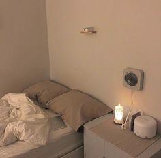 Room Design Bedroom, Small Room Bedroom, Room Ideas Bedroom, Home Room Design, Bedroom Decor, Minimalist Room, Minimalist Home Decor, Pretty Room, Aesthetic Room Decor