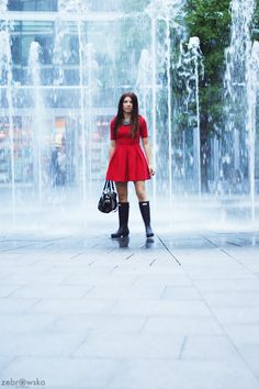 Kalosze Hunter / Rainy Day / Woman in Red | Smoke Signal Wellies boots red dress street style