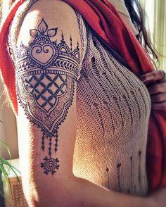 Henna arm