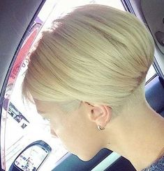 Popular Short Stacked Haircuts You will Love - Love this Hair beliebte frisuren frauen Popular Short Stacked Haircuts You will Love Very Short Bob Hairstyles, Short Stacked Haircuts, Stacked Bob Hairstyles, Haircuts For Fine Hair, Short Bob Haircuts, Cool Haircuts, Short Hair Cuts, Cool Hairstyles, Short Hair Styles