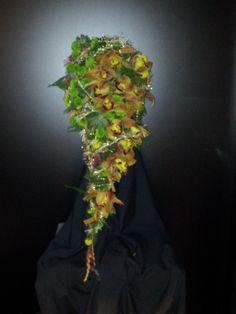 Chicken wire bouquet by Frida