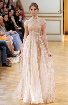 vintage couture fashion Vintage lace bride - Wedding dress inspiration from Couture Fashion . Haute Couture Dresses, Style Couture, Haute Couture Fashion, Couture 2015, Couture Clothes, Couture Ideas, Chanel Couture, Couture Details, Couture Week