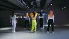 Girl Dance Video, Hip Hop Dance Videos, Dance Moms Videos, Dance Choreography Videos, Bts Dance Practice, Black Pink Dance Practice, Cool Dance Moves, Dance Tips, Baile Hip Hop