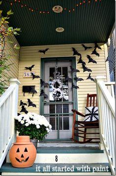 Halloween decorations :  IDEAS & INSPIRATIONS bats on the door decor