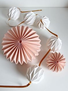 Trendy ideas for origami ornaments decorations paper balls Origami And Kirigami, Origami Ball, Origami Paper, Diy Paper, Paper Crafting, Paper Folding Crafts, Easy Origami, Origami Ornaments, Paper Ornaments
