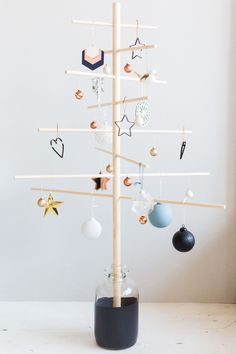 10 Delicious Clever Tips: Minimalist Home Interior Inspiration minimalist decor traditional spaces.Minimalist Home Interior Bedroom. Wood Christmas Tree, How To Make Christmas Tree, Noel Christmas, Green Christmas, Xmas Tree, Christmas Lights, Vintage Christmas, Minimalist Interior, Minimalist Decor