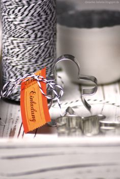 """Gepinnt von Nadine """"Dreierlei Liebelei""""-Blog  So eine Einladung möchte ich auch mal bekommen:-) Orange, Blog, Tableware, Gifts, Decor, Love, Dekoration, Packaging, Presents"""
