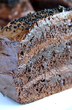 Decadent Chocolate Cake Recipe ~ This decadent chocolate cake makes a really big dessert that will satisfy everyone and you won't even be left with any leftovers, as it will vanish in no time. Decadent Chocolate Cake, Delicious Chocolate, Chocolate Desserts, Chocolate Chocolate, Chocolate Frosting, Just Desserts, Delicious Desserts, Yummy Food, Cake Recipes