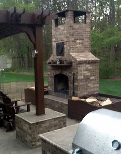 Outdoor fireplace with small oven built in Build Outdoor Fireplace, Indoor Outdoor Fireplaces, Backyard Fireplace, Diy Fireplace, Brick Fireplaces, Outdoor Kitchen Design, Outdoor Living, Outdoor Decor, Outdoor Spaces