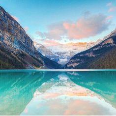 Lake Louise Alberta Canada de #alberta #canada #travel #travelling #instatravel #viajar #viagens #trip
