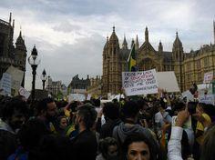 #atosdeapoio - 18 de junho 2013 - A manifestação começou por volta das 17h do horário local, 13h no horário de Brasília. (Foto: Lineu Jux / vc repórter)