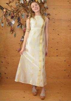 Vintage maxi dress white and gold sari inspired wedding dress formal dress gown XS prom dress bridal homecoming Indian Gowns Dresses, White Maxi Dresses, White Dress, Long Gown Dress, Sari Dress, Prom Dress, Saree Gown, Indian Designer Outfits, Designer Dresses
