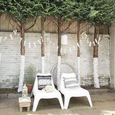 1,511 vind-ik-leuks, 111 reacties - suus (@thuisbijsuus) op Instagram: 'Een heerlijk rommeldagje vandaag! Ik hou ervan! Happy day! ♡ #garden #paintedtrees #white #boho'