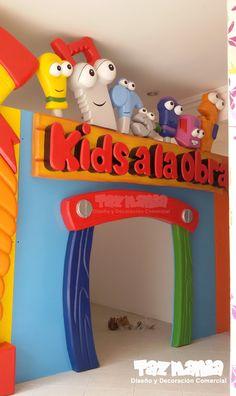Decoración comercial para juegos infantiles Play House  - Barrancabermeja.  Figuras en 2d talladas en icopor de alta densidad proceso duro, con reflejo acrilico, resistente a la intemperie. www.tazmaniadisenoydecoracion.com