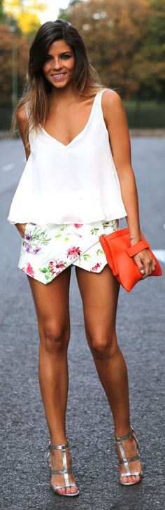 Suiteblanco White Adorable Delicate Floral Skort by TrendyTaste