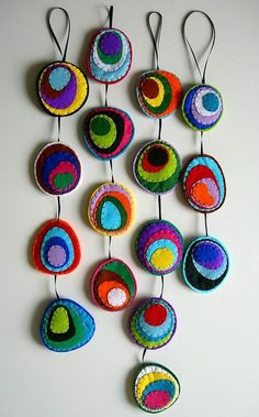 21 Felt Crafts for Kids Dangly Filzeier Fabric Art, Fabric Crafts, Sewing Crafts, Crafts For Kids, Arts And Crafts, Felt Embroidery, Embroidery Designs, Penny Rugs, Felt Ornaments