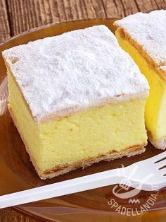 Bavarese al limone Easy Cake Recipes, Sweet Recipes, Dessert Recipes, Mousse Au Chocolat Torte, Torte Recipe, Torte Cake, Great Desserts, Vegan Cake, Sweet Cakes