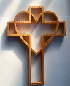 Wall cross in a heart by ColdwaterCrafter on Etsy Scroll Saw Patterns Free, Cross Patterns, Wooden Crosses, Wall Crosses, Wooden Crafts, Wooden Diy, Woodworking Ideas To Sell, Cross Wall Art, Simple Wood Carving